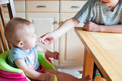 Guide On Starting Solids For Babies